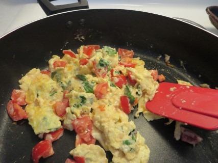 Bruschetta Scrambled Eggs Recipe 012 (Mobile)
